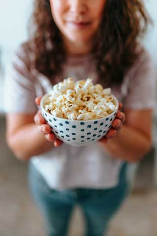 Popcorn with olive oil