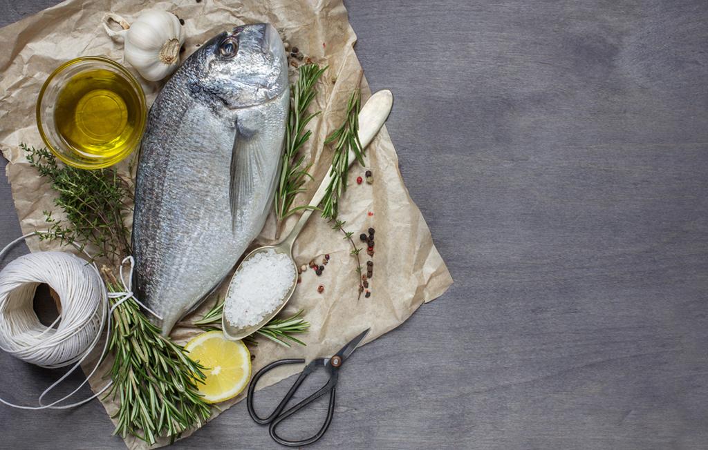 Fisch braten mit Olivenöl